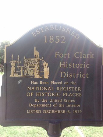 Brackettville, TX: Motel is located inside Fort Clark Historic District