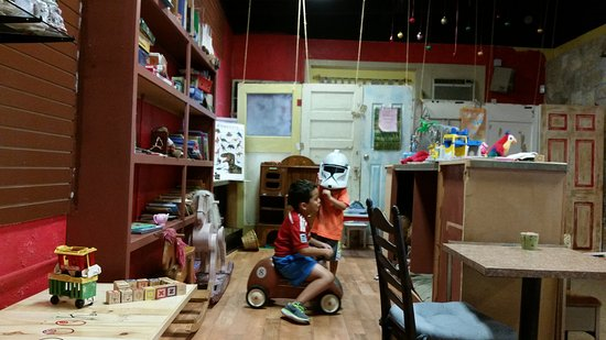 Storiebook Cafe: Old toys and new