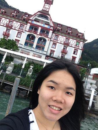 Vitznau, Suiza: 飯店前的湖面觀賞區,和飯店自拍