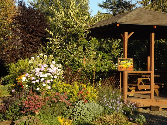 Brush Prairie, WA: The Cottage Garden