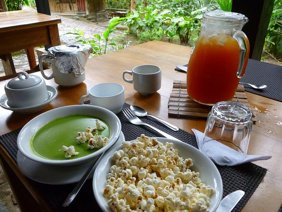 Maquipucuna Reserve & Eco Lodge: Soup that come with lunch. Popcorn is for the soup (like Americans use crackers in soup)