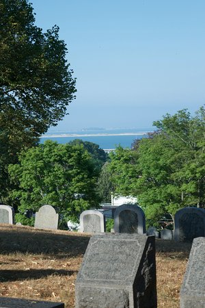 Burial Hill : Beautiful view out to the water