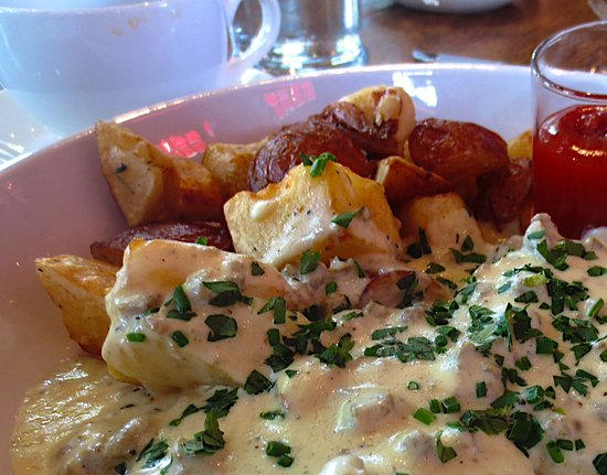 Bernardston, MA: Biscuits and gravy...oh my!