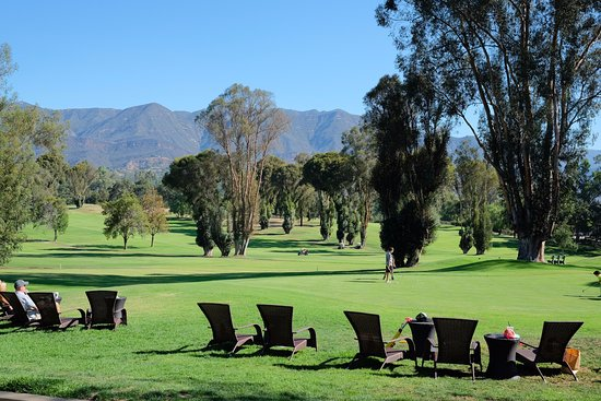 Ojai Valley Inn & Spa: The lovely lawn chairs by the restaurants and shops