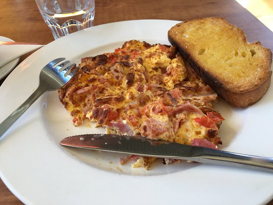 Dalby, Australië: Ham, cheese and tomato omlette!