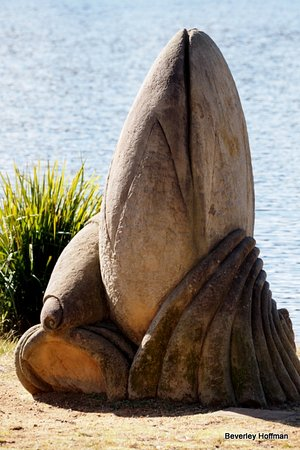 Wentworth Falls, Australia: Another sculpture. There has to be a history with the sculptures