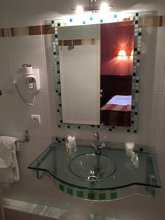 Hotel Viator - Paris Gare de Lyon: Bathroom