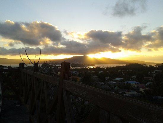Dzaoudzi, Mayotte: coucher de soleil depuis le toit terrasse