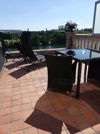 Joigny, Francia: terrasse