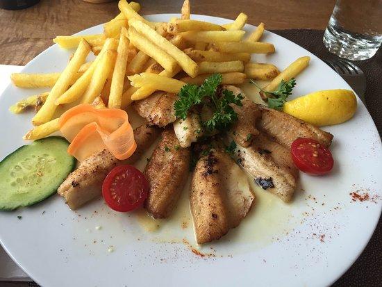 Estavayer-le-Lac, สวิตเซอร์แลนด์: Filets de perches avec frites