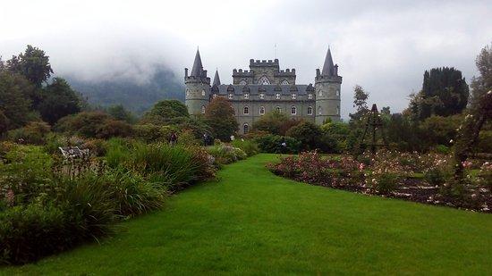 Inveraray, UK: Il giardino e il castello