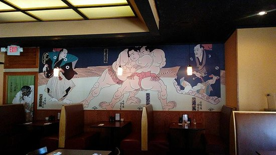 Manitowoc, WI: Sumo wrestlers mural on the back wall. Looks like a Houkasai to me!
