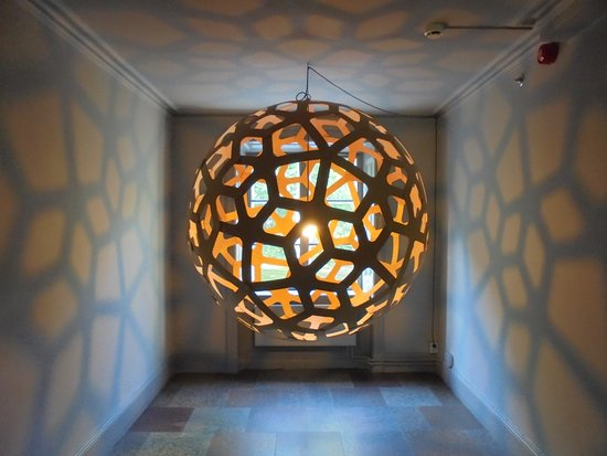 Hotel Skeppsholmen: An artistic light fixture in the hallway.