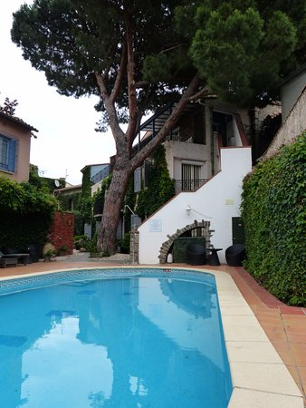 Casa Pairal: Jardin et piscine au centre des batiments