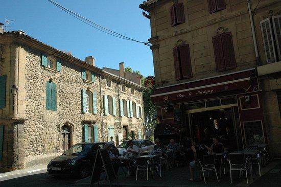 Grans, France: le marigny