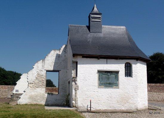 Waterloo, Belgique : The little chapel inside the farm
