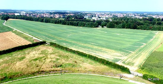 Waterloo, Belgia: This field from the top of the mound shows the site of the allied squares.