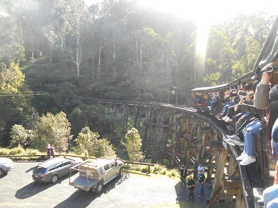 Belgrave, Australien: 足を広げて乗る人がいます