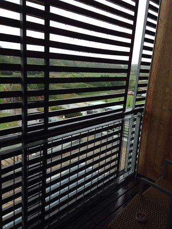 Laa an der Thaya, Austria: Der Blick vom Balkon etwas vergittert