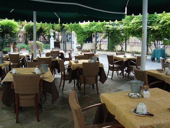 Pensione Accademia - Villa Maravege Photo