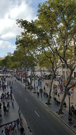 Hotel Lloret Ramblas: Beautiful view of las ramblas and plaça de catalunya  from my room