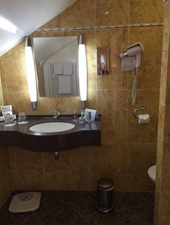 Hotel de Varenne: Lovely room in a lovely hotel.