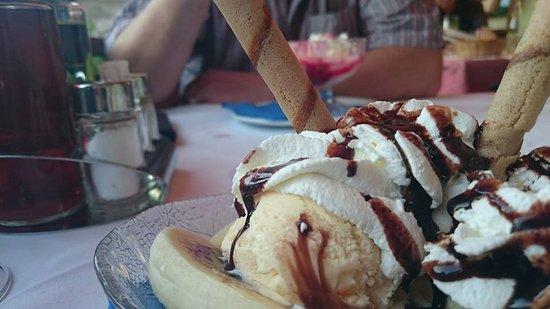 San Sigismondo, Italien: Delicious icecream desserts