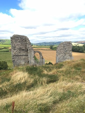 Clun, UK: More ruins