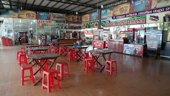 Full Moon Village: Lunch stop from HCM to MuiNE