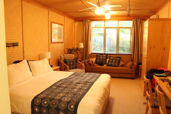 Tallow Beach Motel: Our larger room