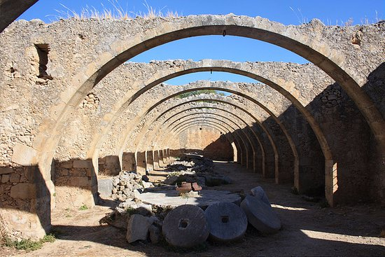 Vamos, Griechenland: Old Olive Press With 12 Arches