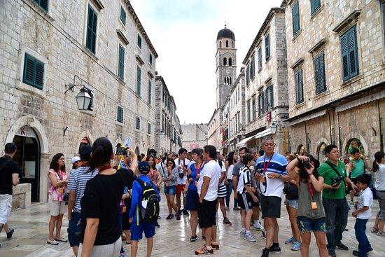 Placa (Stradun): Turistas en Placa