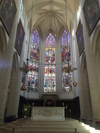 Dôle, Francia: Главный алтарь