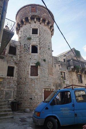 Kastel Kambelovac, Kroatien: Castle Cambi