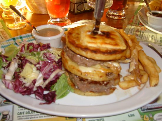Onet-le-Chateau, ฝรั่งเศส: The double patata beef burger