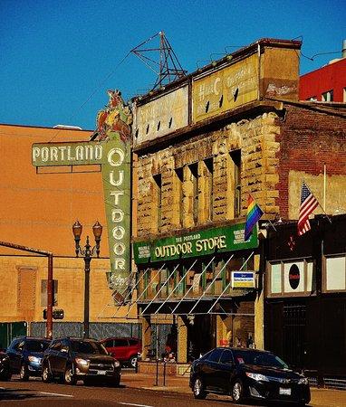 REI Portland Store - Portland, Oregon - Sporting Goods ...