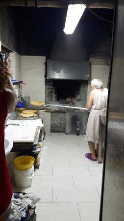 Mercatello sul Metauro, อิตาลี: Focacce  calde  appena sfornate
