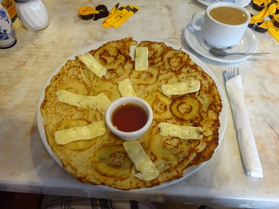 Linda's Dutch Pancakes & Pizza: Linda's Dutch Pancakes - Apples, brie cheese and honey!