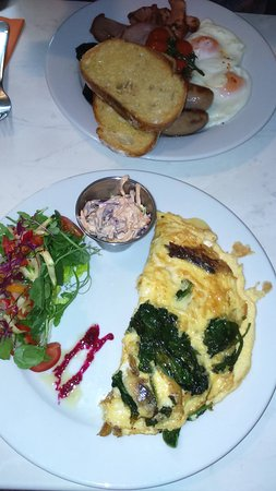 Clevedon, UK : Delicious, Full Pantry meal and a rather tasty special mackerel and spinach omelette :)
