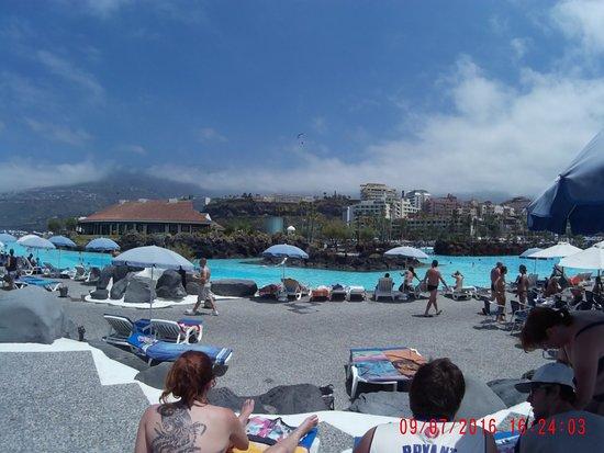 La piscina enerme y soleada lago martianez puerto de la for Piscinas martianez