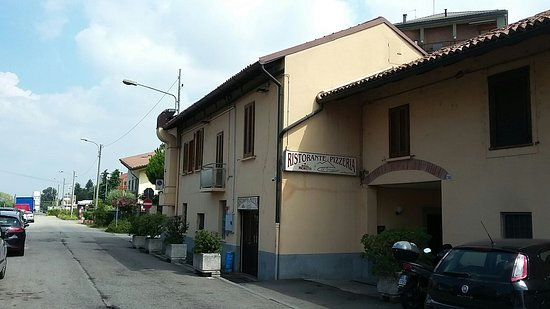Trezzano sul Naviglio, Italia: O' Vesuvio