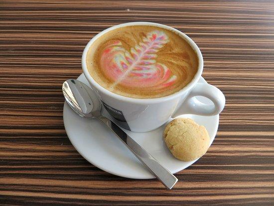 Hyatt Regency Kinabalu: Rainbow latte from mosaic cafe :)