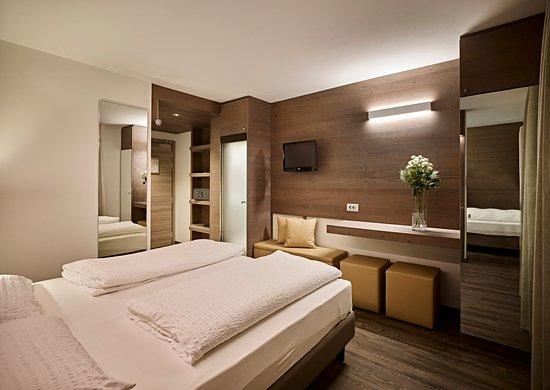 CAMERA CON LETTO A CASTELLO - Foto di Hotel Montana, Madonna di ...