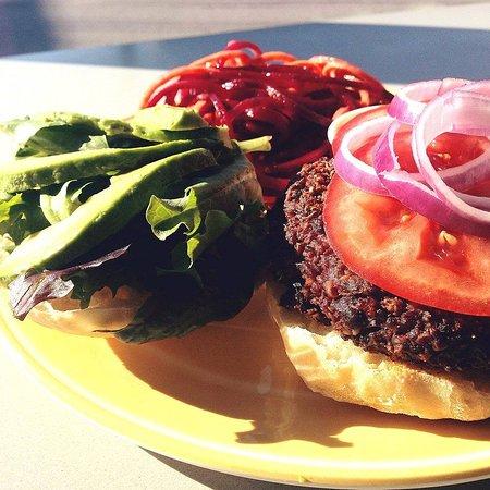 Morgantown, Virgínia Ocidental: Black Bean Quinoa Burger