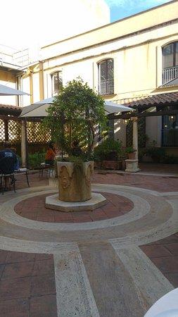 Katane Palace Hotel: Cortile interno