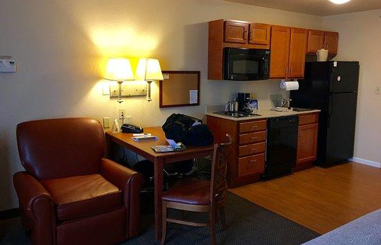 Candlewood Suites Fayetteville-Univ. of Arkansas: photo1.jpg