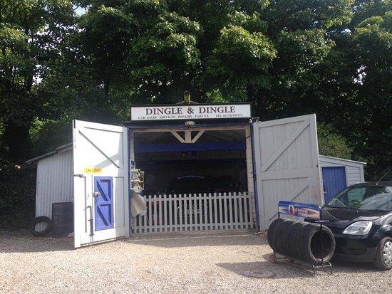Dingle dingle garage picture of emmerdale village tour for Location garage tours