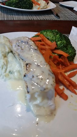 El Segundo, Kalifornien: The Grilled Halibut w/Goat Cheese Mash, Carrots and Broccoli