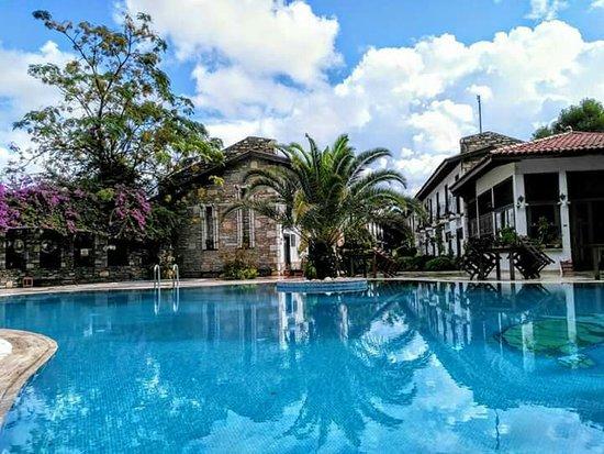 Aydos Club: Aydos havuz başı