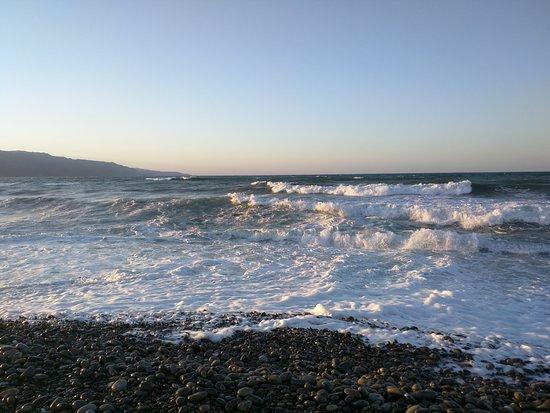Kamisiana, Grécia: Windy day with big waves